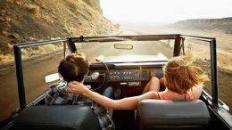 pessoas-viajando-de-carro